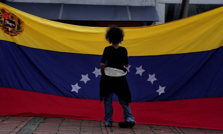 Conmemoran via crucis por migrantes venezolanos en Cartagena
