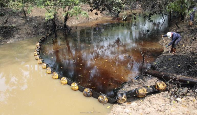 EMERGENCIA, DERRAME, PETROLEO: Ya no aflora crudo del pozo 158 en la Lizama