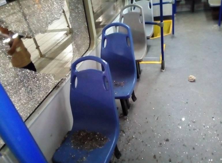 Un herido durante ataque a piedra a seis buses del Tranmetro: Un herido durante ataque a piedra a seis buses de Transmetro