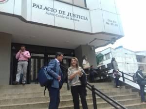 Luz Piedad Valencia ex alcaldesa de Armenia saliendo del palacio de justicia