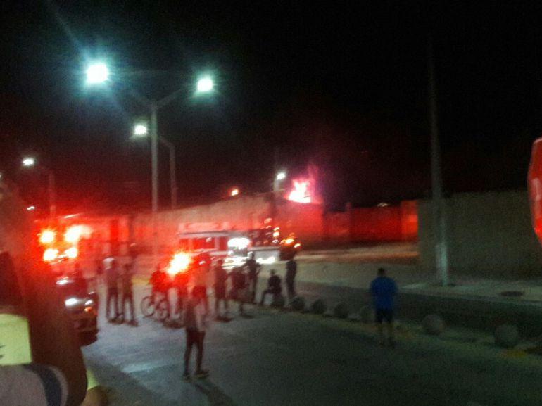 Bomberos controlaron incendio en fábrica de combustible: Bomberos controlaron incendio en fábrica de combustible