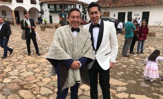 Orgulloso de las tradiciones boyacenses, el gobernador Amaya vestirá su ruana para dar el sí . El gobernador se ha caracterizado por su amor a esta prenda típica.