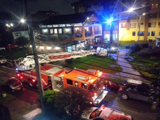 Novio carro de bomberos: Polémica por máquina de bomberos utilizada para llevar novio al matrimonio
