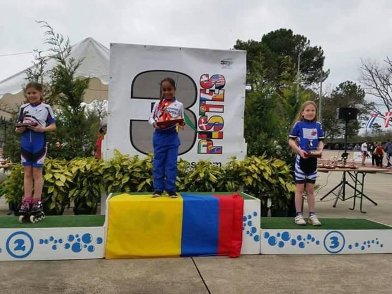 En el podio de Las Tres Pista se ubicaron, en el primer lugar, la colombiana Valerie Pereira Romero, seguida de la holandesa Marion Duchemin y la belga Elise Berge. FOTOGRAFÍA CONCEDIDA POR CLARA ROMERO.