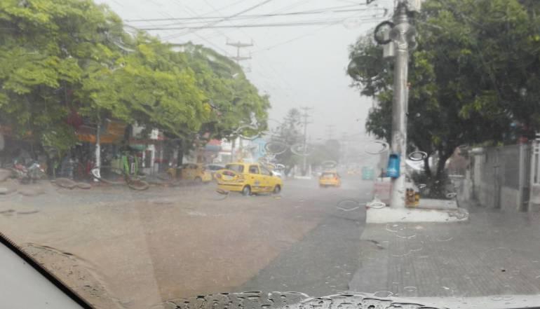 Vehículos arrastrados deja primer aguacero en Barranquilla