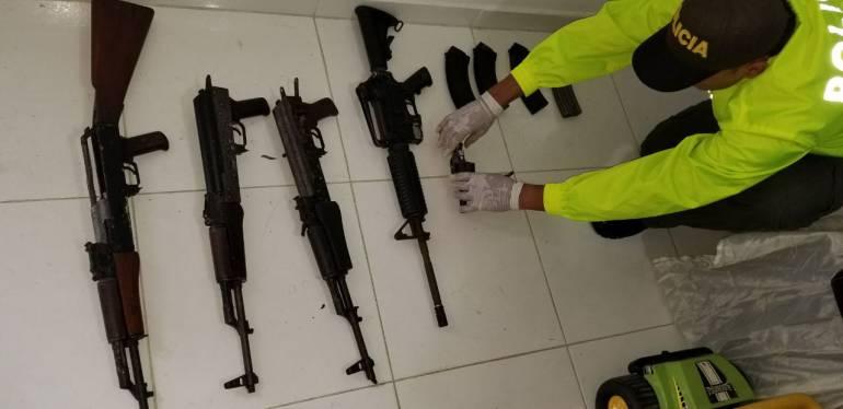 """Banda """"Los Pare"""": Banda delincuencial """"El Pare"""" entrega fusiles y munición"""