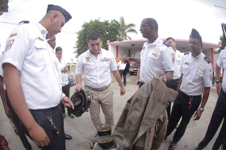 Gobernador de Bolívar visitó estación del cuerpo de bomberos de Cartagena: Gobernador de Bolívar visitó estación del cuerpo de bomberos de Cartagena