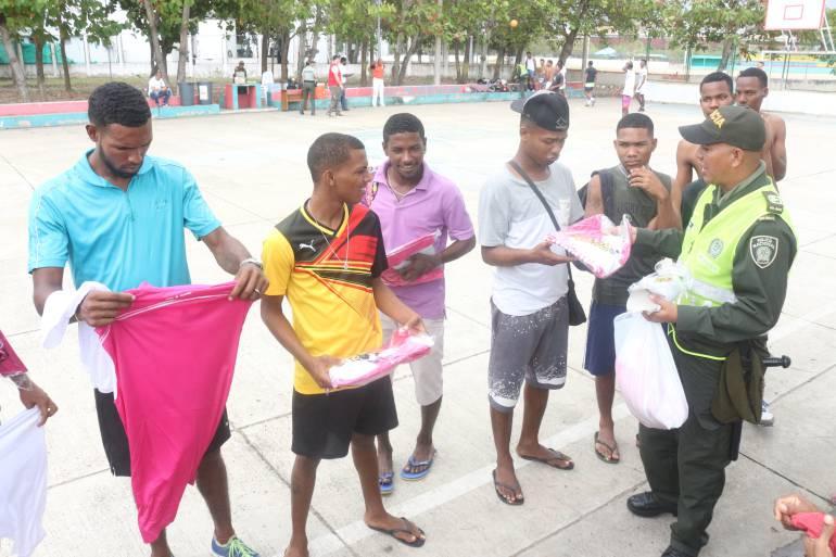 """""""Jóvenes a lo bien"""" jugaron campeonato deportivo en Cartagena: """"Jóvenes a lo bien"""" jugaron campeonato deportivo en Cartagena"""