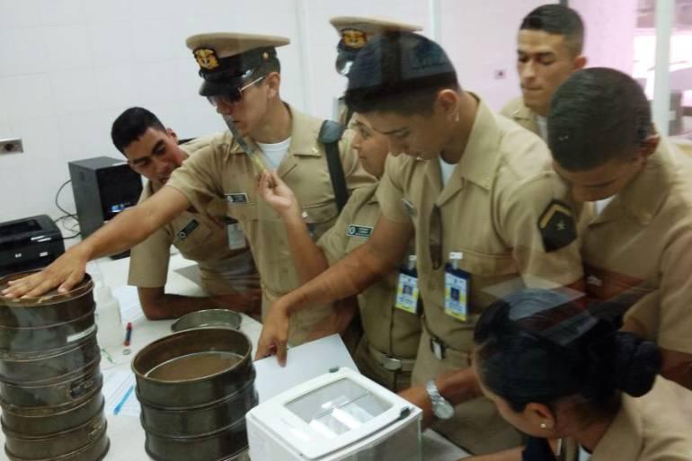 Oficiales fuerza aérea Cartagena: Futuros oficiales oceanógrafos visitan sede en isla Manzanillo, Cartagena