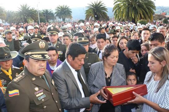 Más de 10.000 policías colombianos buscan por cielo y tierra a alias Guacho: Más de 10.000 policías colombianos buscan por cielo y tierra a alias Guacho