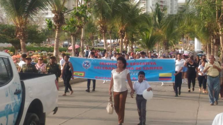 Asesinato de niña en Cartagena: Con marcha, despiden a niña asesinada por sicarios en Cartagena