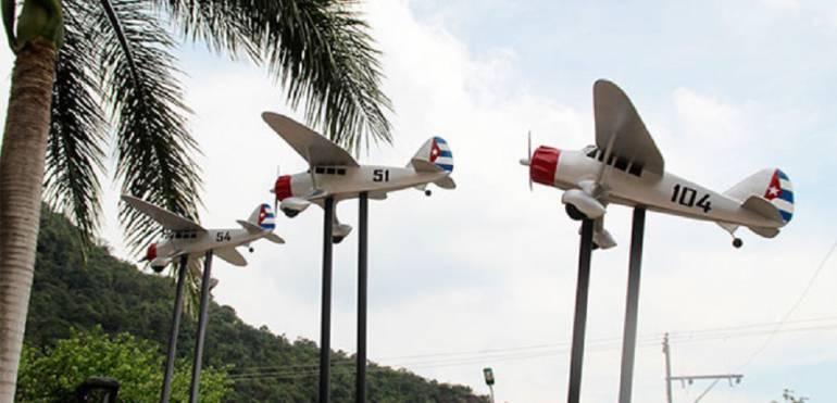 Accidente aéreo en la Escuela de Aviación de Cali: Dos muertos al estrellarse aeroplano en pista de Base Aérea