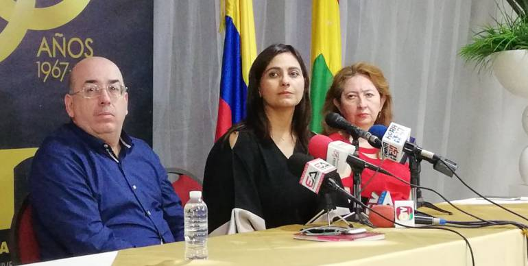 Victor Armenta, Claudia Da Cunha y Sandra Devia