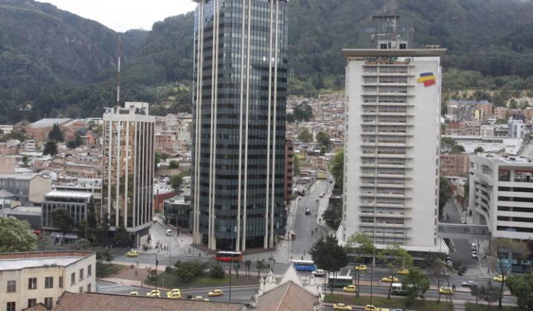Foto de archivo de los edificios de la carrera séptima con 32 en Bogotá.