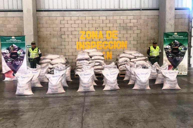 Cinco toneladas de azúcar de contrabando aprehendidas en Cartagena: Cinco toneladas de azúcar de contrabando aprehendidas en Cartagena