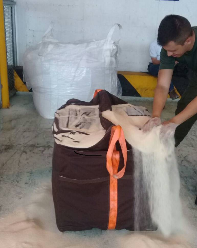 Incautan en Colombia una tonelada de cocaína oculta en cargamento de azúcar
