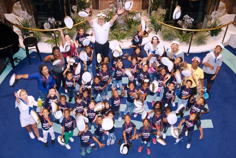 Barco en Cartagena recibe niños: Buque Monarch de escala en Cartagena recibe 50 niños en sus instalaciones