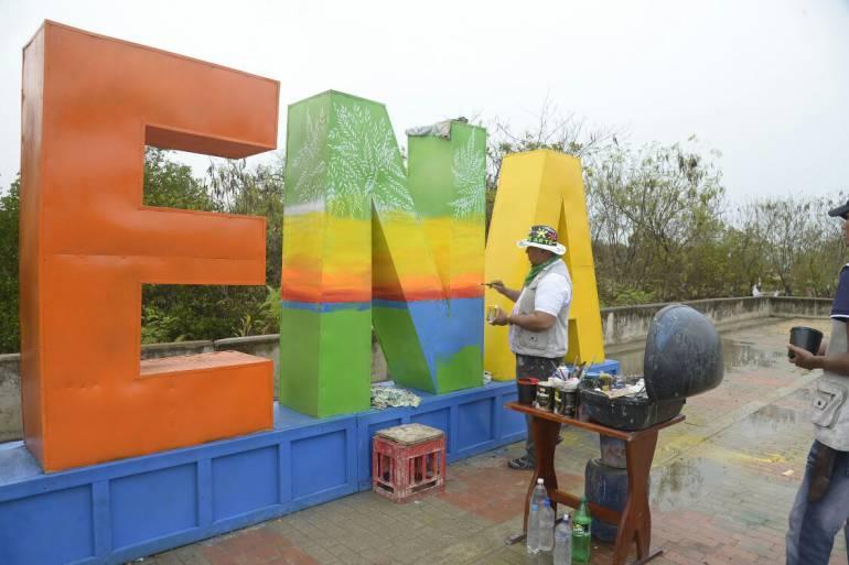 Inicia intervención artística en letreros de Cartagena: Inicia intervención artística en letreros de Cartagena