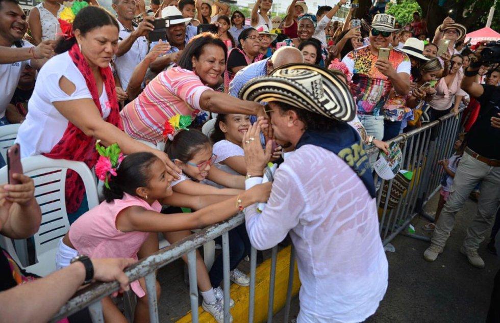 Desfile festival vallenato: Desfile de Piloneras Mayores en el Festival de la Leyenda Vallenata