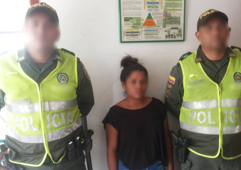 """Capturan a """"La chiqui"""", reincidente en hurtos a supermercados en Cartagena: Capturan a """"La chiqui"""", reincidente en hurtos a supermercados en Cartagena"""