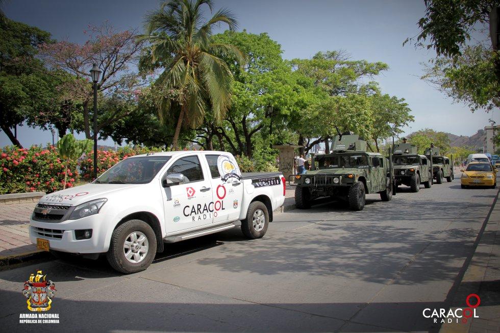 La caravana de la expedición recorre las principales avenidas de Santa Marta