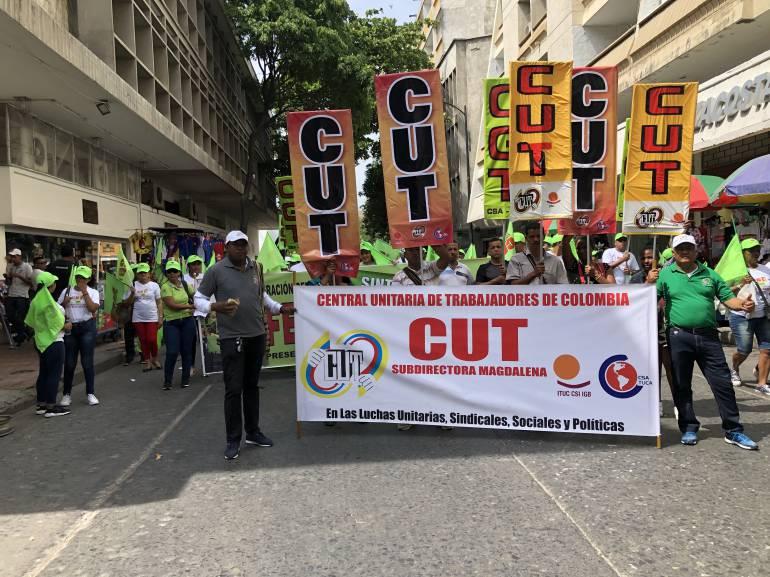 Marcha de trabajadores en Santa Marta. /FOTO CARACOL RADIO
