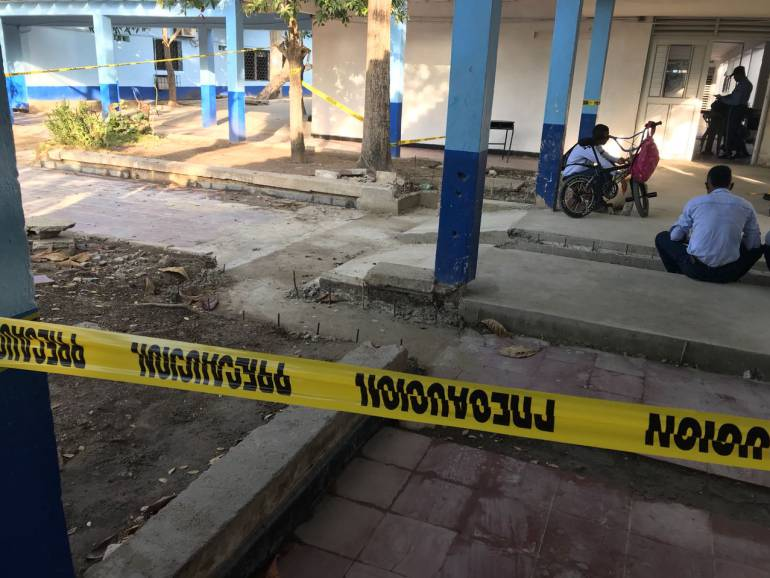 Colegio san felipe nery Olaya Herrera Cartagena: Colegio San Felipe Nery en Cartagena, se está cayendo: padres de familia