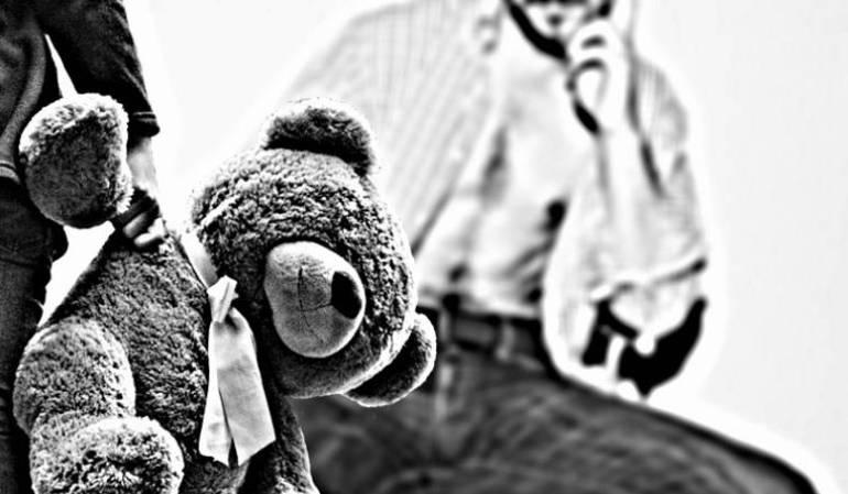 Abuso infantil: La niña se cayó por la escalera: Cuidadora