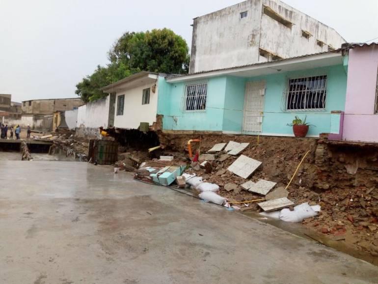 Más de 20 carros arrastrados por inundaciones en Barranquilla