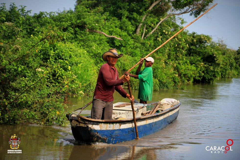 Los pescadores buscan el sustento de sus familias en el parque natural