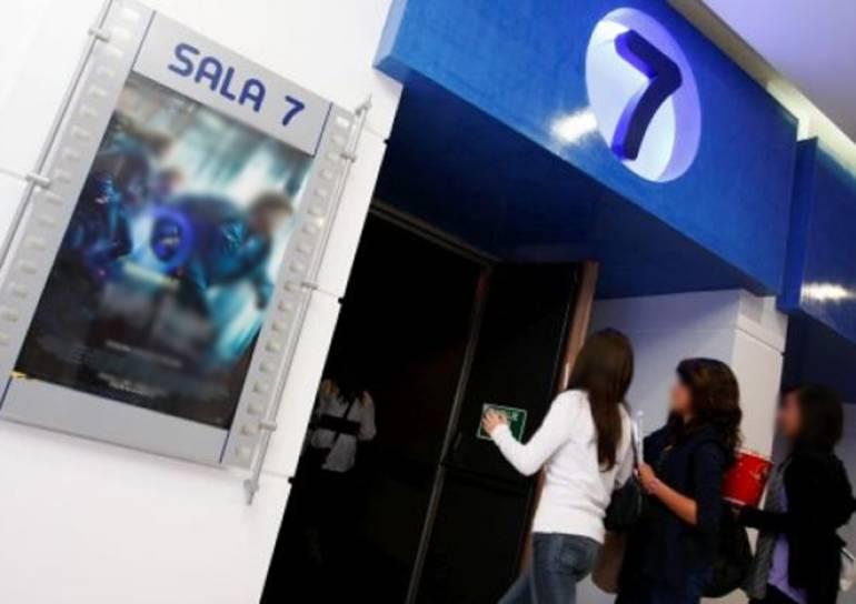 Mujer denuncia haber sido espiada en el baño de un cine en Cartagena: Mujer denuncia haber sido espiada en el baño de un cine en Cartagena