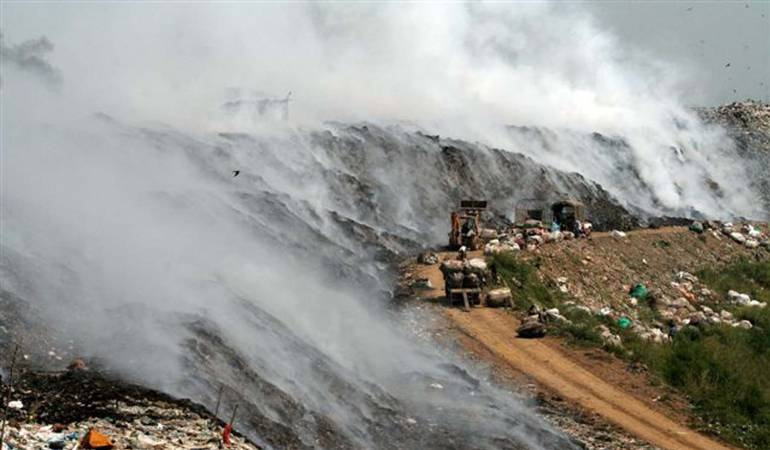 Emergencia por incendio en relleno de San Andrés