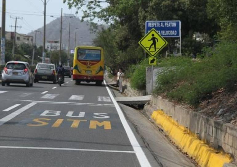 Transporte público: Falta de andenes en la Crisanto Luque, obstáculo para Transcaribe Cartagena