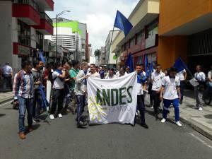 Estudiantes apoyaron el paro de los maestros