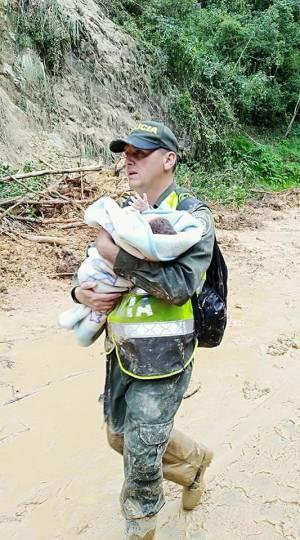 BUCARAMANGA SANTANDER VÍAS CÚCUTA RESCATE: A las buenas o a las malas retirarán a quien esté en los deslizamientos