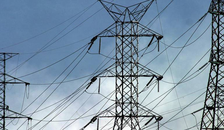 200.000 tumaqueños sin energía por voladura de torre de energía
