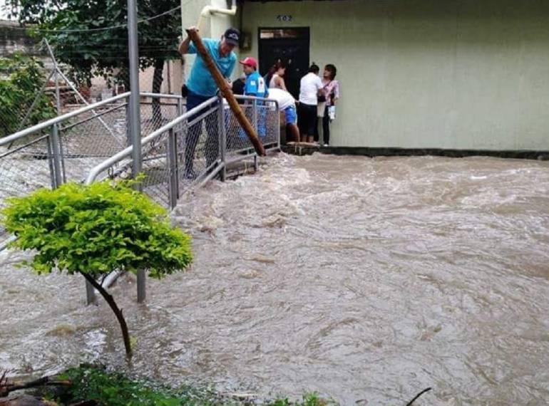 Lluvias en Zarzal, Valle del Cauca: Lluvias en Zarzal, Valle, inundan diez viviendas