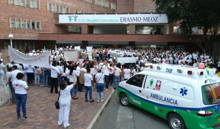 Protesta de personal medico en el HUEM por cambios en recaudo de estampilla