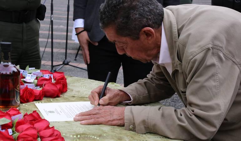 En Caldas los hombres firmaron un pacto de no violencia en el día de las madres