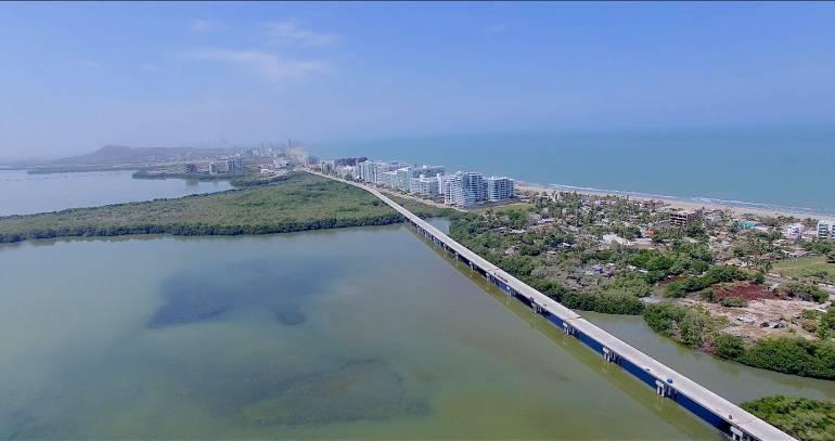 Viaducto en la vía Cartagena - Barranquilla avanza en un 93%