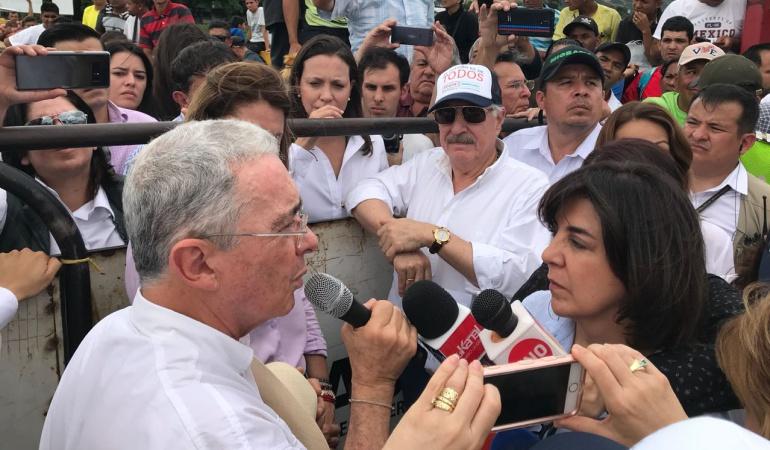 Machado se reúne con Pastrana y Uribe en la frontera
