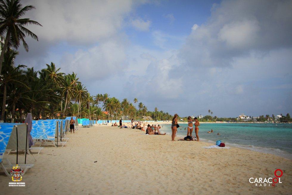 Los turistas pueden disfrutar de unas playas cristalinas.