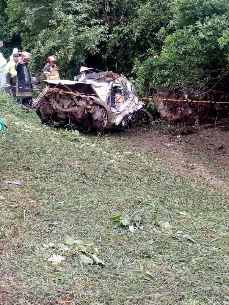 Tres muertos al chocar un vehículo en la Cordialidad: Tres muertos al chocar un vehículo en la Cordialidad