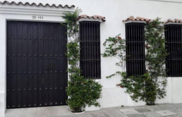 Fachada de la mansión en la ciudad amurallada que la comitiva española pagaron con recursos de Triple A
