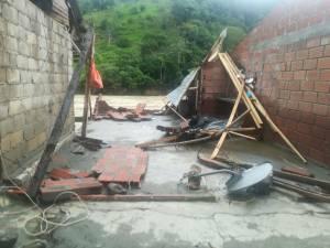 Algunas viviendas desaparecieron por completo en el municipio de Puerto Valdivia en Antioquia, por el aumento inesperado del cauce del Río Cauca.