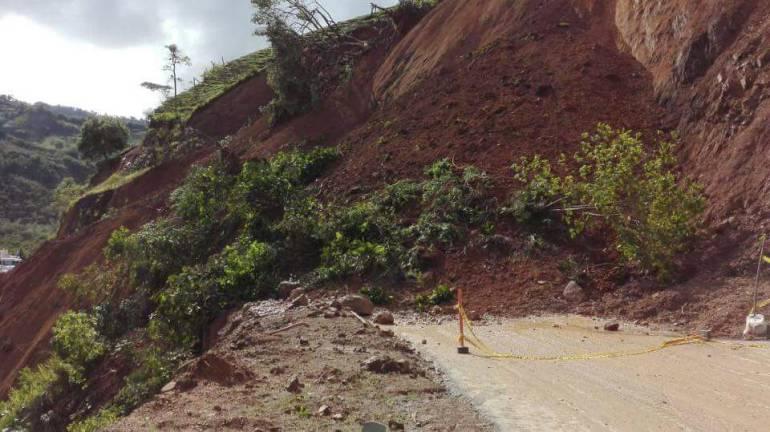 Deslizamientos de Tierra: Un deslizamiento de tierra tiene incomunicado a Risaralda con Chocó
