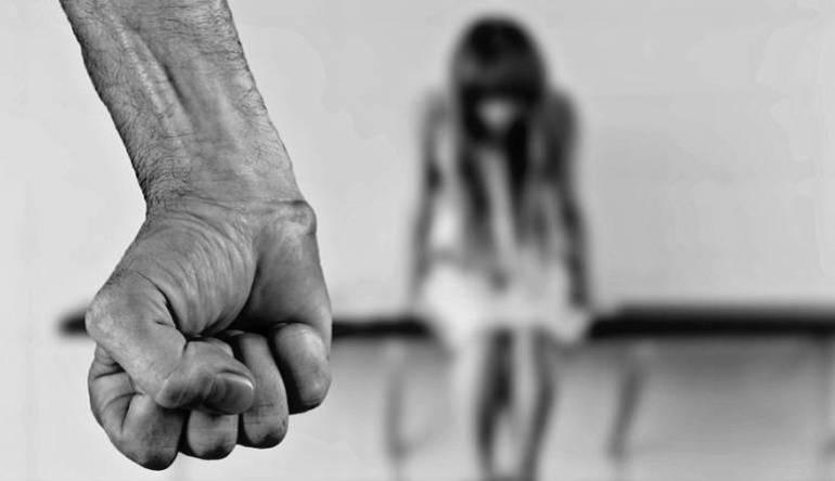 Mujer denuncia que fue abusada sexualmente por su jefe