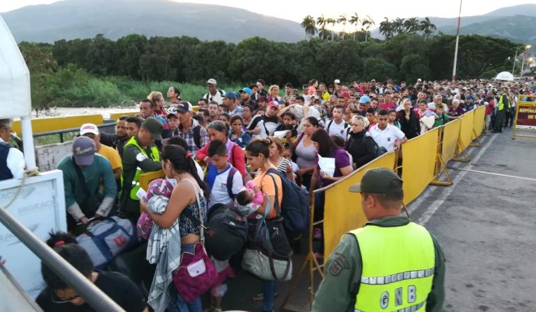 Miles de personas salen con anticipación considerando esta jornada electoral como vía de escape