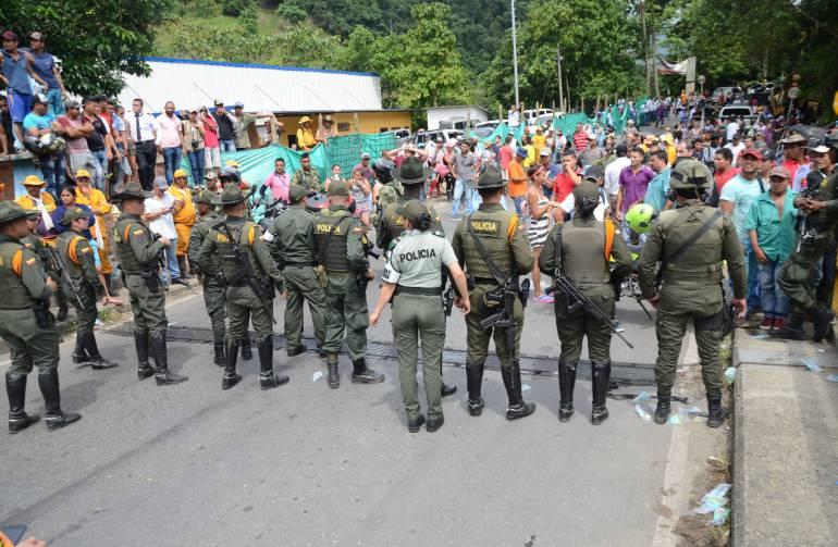 crisis de hidroituango: Policía fortalece protección a comunidad en el bajo Cauca