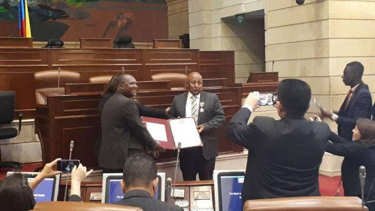 Condecoración el Negro Mina: Álvaro Miguel Mina, recibió la Orden de la Democracia Simón Bolívar
